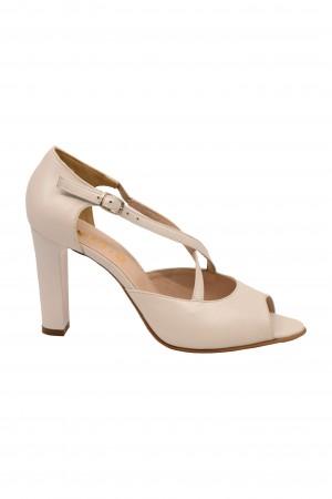 Sandale albe decupate din piele naturală, cu curele încrucișate